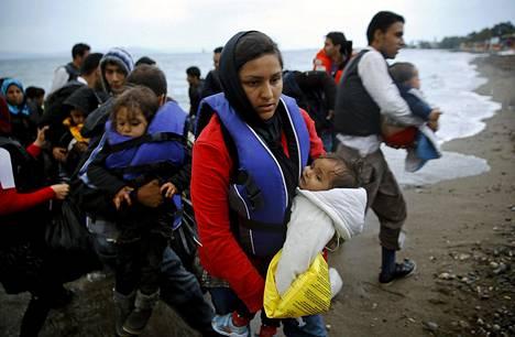 Joukko afganistanilaispakolaisia saapui Kreikkaan kuuluvalle Kosin saarelle toukokuussa.