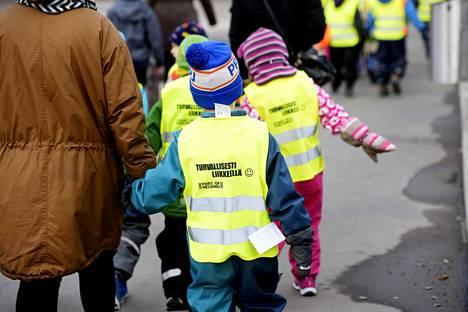 Lastentarhanopettajien palkkaero muihin opettajiin on Suomessa poikkeuksellisen suuri.