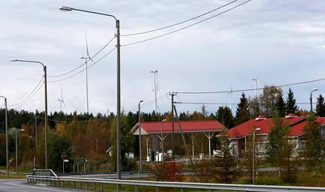 Iin Olhavassa on Suomen suurin tuulivoimakeskittymä. Polttoainejakelija St1:n ja S-ryhmän omistamalla Tuuliwatilla on Olhavassa kahdeksan tuulivoimalaa.