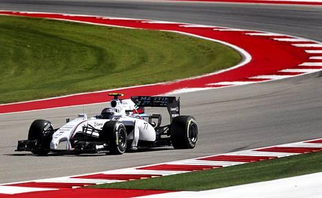 Valtteri Bottas taistelee tallikaveri Felipe Massan kanssa kolmosruudusta.