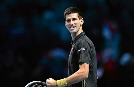 Novak Djokovic on murskaavassa vireessä Lontoossa.