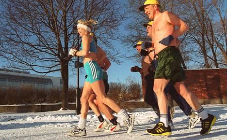 Liikunta ja kylmäaltistus aktivoivat kehon ruskeaa rasvaa, minkä seurauksena keho polttaa enemmän rasvoja energiaksi.