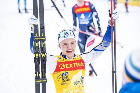 Linn Svahn saavutti kauden kolmannen mc-voittonsa. Ensimmäinen voitto tuli Rukan mc-avauksessa marraskuun lopussa, kun Svahn oli sprintin ykkönen.