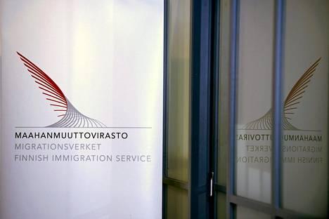 Maahanmuuttovirastolla ei ole omia tulkkeja, vaan se ostaa tulkkipalveluja eri yrityksiltä.