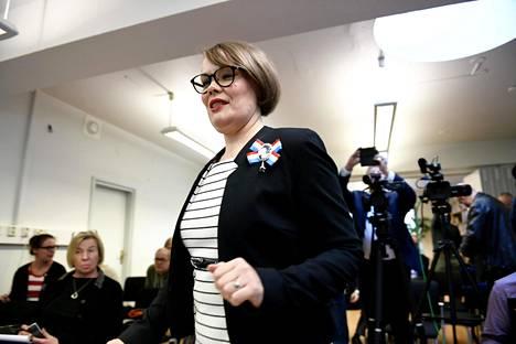 Vihreiden Kaisa Hernberg kysyy keskiviikon kyselytunnilla kysymyksen pormestari Jan Vapaavuorelta.