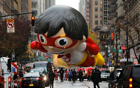 New Yorkissa Macy's tavaratalon kuuluisa kiitospäivän paraati järjestettiin torstaina ilman katsojia.