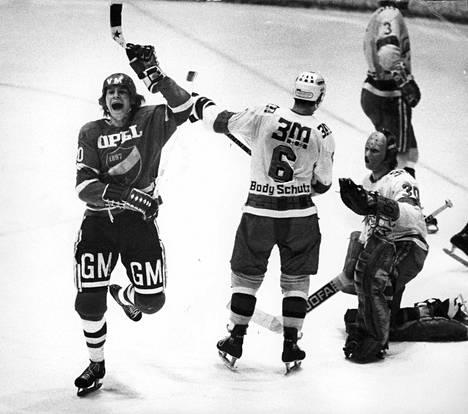 Hagman pelasi jääkiekon SM-sarjassa yhteensä 513 ottelua. Kuva on vuodelta 1975.