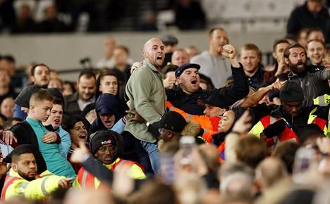 West Hamin kannattajat meuhkasivat Chelsean kannattajille viime keskiviikkona.