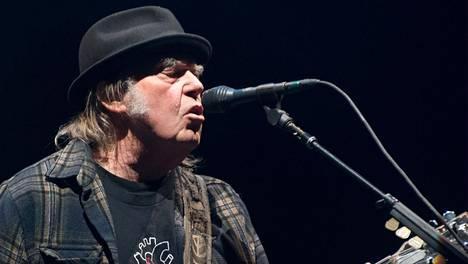Neil Young esiintymässä Quebecissä Kanadassa kesällä 2018.