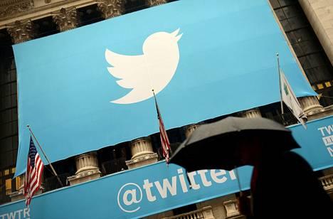 Twitter aikoo tuoda palveluunsa ominaisuuden, jossa poliitikkojen sääntöjä rikkovien twiittien näkeminen vaatii käyttäjältä erillisen vahvistuksen.