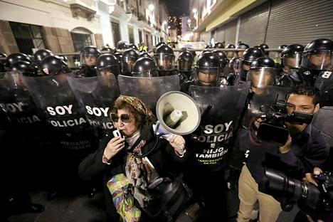Mielenosoittajat vastustivat torstaina Ecuadorissa maan hallituksen aikeita jarruttaa taloudellisen hyvinvoinnin uudelleenjakoa.
