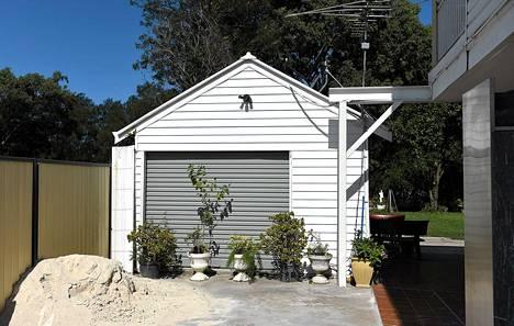 Poliisi pidätti kaksi miestä terrori-iskujen suunnittelusta. Miehet piileskelivät tässä talossa Länsi-Sydneyssä.
