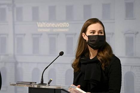Pääministeri Sanna Marin kertoi hallituksen tiedotustilaisuudessa Helsingissä torstaina Suomen siirtyvän poikkeusoloihin.
