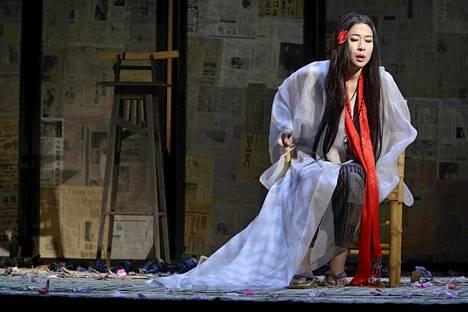 Hyeseoung Kwon laulaa Madama Butterfly -oopperan pääroolin Kansallisoopperassa.