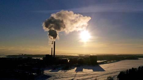 Helenin Salmisaaren voimalaitos tuottaa lämpöä kivihiilellä.