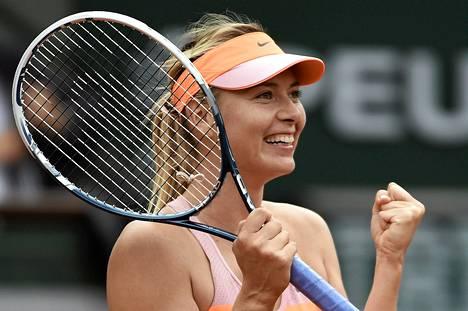 Venäjän Maria Sharapova pelaa Ranskan avoimien välierissä.
