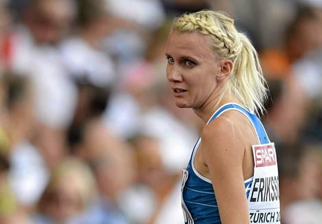 Sandra Eriksson oli murheissaan finaalipettymyksen jälkeen.