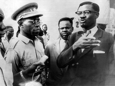 Vasta itsenäistyneen Kongon pääministeri Patrice Lumumba (oik.) ja armeijan komentaja Joseph Mobutu vuonna 1960. Mobutusta tuli myöhemmin hirmuvaltias, joka muutti maan nimen Zaireksi.