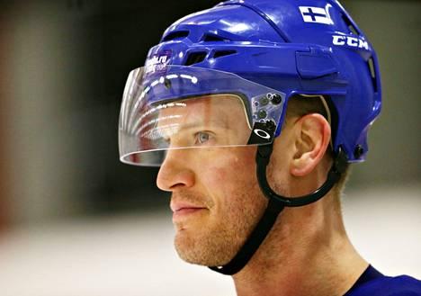 """<span class=""""nimi"""">Ossi Väänänen<br /></span>6 ottelua, 0+2. Jokerien tuleva KHL-pelaaja pelasi vasta toisissa olympialaisissa. Peruspeliä."""