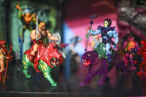 Alkuperäinen He-Man and the Masters of the Universe oli Mattelin lelusarja, jonka myymiseksi tehtiin piirretty tv-sarja. Kuva Lelumuseo Hevosenkengän Kasarin lapset -näyttelystä.