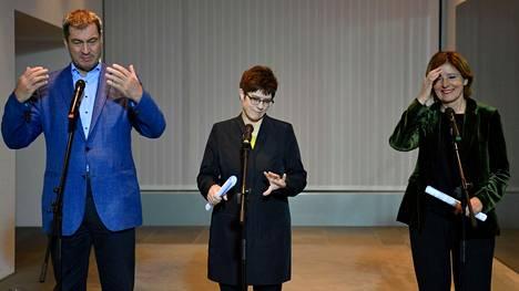 Saksan hallituspuolueiden johtajat esiintyivät sunnuntaina tiedotustilaisuudessa Berliinissä. Vasemmalla CSU:n Markus Soeder, Annegret Kramp-Karrenbauer, CDU ja Malu Dreyer, SPD.