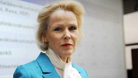 Anneli Tuomisen johtama Finanssivalvonta joutuu jatkossa perustelemaan asiakirjojen salaamisen yksilöllisemmin.