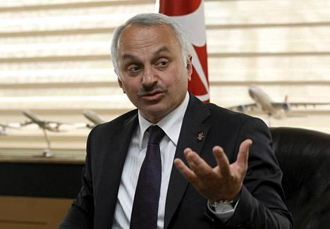 Turkish Airlinesin toimitusjohtaja Temel Kotil syytti huulipunakiellosta yhtiön virkaintoista keskijohtoa.