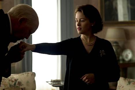The Crown -sarjassa pääministerin ja kuningatar Elisabet II:n tapaamiset ovat tärkeä toistuva draamallinen elementti.