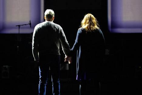 Timo Tuominen ja Petra Karjalainen ovat pääosassa Kansallisteatterin esityksessä Tunnit, viikot, kuukaudet.