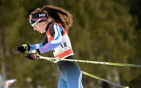Suomen Laura Mononen maastohiihdon Tour de Ski -kiertueen naisten 5km perinteisen kilpailussa Toblachissa, Italiassa keskiviikkona.