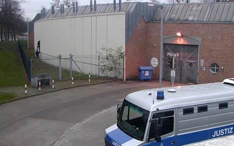 Valvontakamera tallensi vankien pakenemisen Plötzenseen vankilasta 28. joulukuuta Berliinissä.