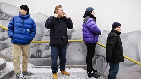 Koronaviruspandemia pani myös Gasellien työskentelytavat uusiksi: kun kappaleita ei voinut testata keikoilla, piti niitä hioa studiolla ja luottaa työnsä jälkeen. Kuvassa vasemmalta Thube Hefner, MusaJusa, Hätä-Miikka ja Päkä.