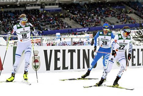 Leevi Mutru, Italian Samuel Costa ja Ilkka Herola nuoskaisella ja raskaalla hiihtoladulla.