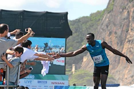 Usain Boltilla oli aikaa myös faneille.