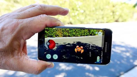 Pokémon Go -mobiilipelissä etsitään todellisista sijainneista virtuaalisia pokémon-hahmoja.