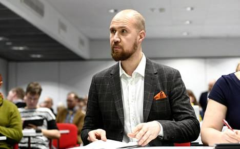 Puheenjohtaja Touko Aalto vihreiden puoluevaltuuskunnan kokouksessa lauantaina.