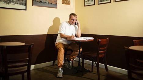 Otto Lundström on viime päivinä puhunut aika paljon puhelimessa hoitaen Eromangaan liittyviä asioita. Hän osti yrityksen yhdessä Gustaf Westerlundin kanssa.