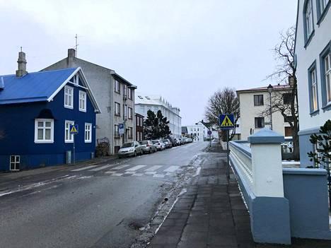 Islannin pääkaupungin Reykjavikin kadut olivat tyhjiä perjantaina päivällä.