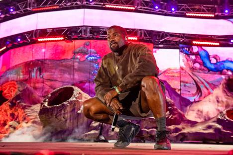 Räppäri Kanye Westin kenkätyyliä seurataan ja kopioidaan ahkerasti. Westin ja Adidaksen yhdessä suunnittelemaan Yeezy Boost 700 v2 -kenkään on haettu inspiraatiota 90-luvun juoksukengistä.
