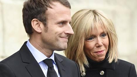 Emmanuel ja Brigitte Macron Pariisissa marraskuussa 2016.