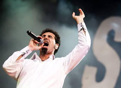 System of a Downin ensimmäinen Suomen-konsertti oli Provinssirockissa 2011. Festivaali teki tuolloin kaikkien aikojen yleisöennätyksensä. Kuvassa laulaja Serj Tankian.