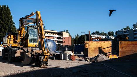 Tapanilan aseman kupeessa rakennetaan paraikaa uutta asuinaluetta Fallkullan kiilaa. Se söi tieltään suositun kierrätyspisteen.