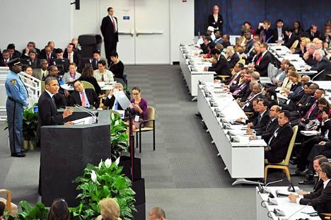 Yhdysvaltain presidentti Barack Obama (vas.) puhui YK:n yleiskokouksessa New Yorkissa tiistaina.