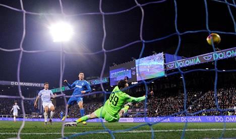 Cristiano Ronaldo viimeisteli maalin Spalin verkkoon.