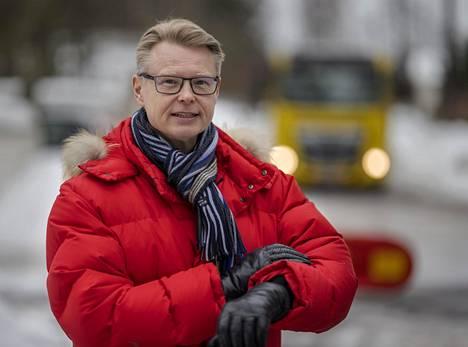 Uusi toimitusjohtaja Mika Nykänen aloitti tehtävässään helmikuun alussa keskellä koronakriisiä. Helsingin seudun liikenteen (HSL) matkustajamäärät ovat romahtaneet epidemian vuoksi.