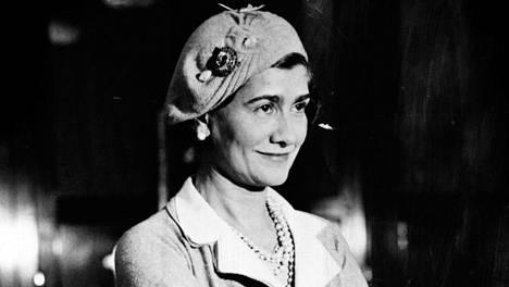 Ranskalainen muotisuunnittelija Gabrielle Chanel (1883–1971) tunnettiin lempinimellä Coco.