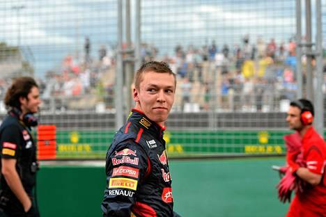 Toro Rosson venäläiskuljettajalta Daniil Kvjatilta taittuu auttavasti myös suomen kieli.