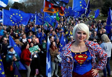 Brexitin vastustajat osoittivat mieltään Skotlannin Edinburghissa viime lauantaina.