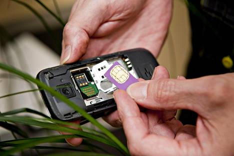 Suomessakin on syksyllä tullut myyntiin laitteita, joissa fyysisen sim-kortin voi korvata niin sanotulla digitaalisella sim-kortilla.