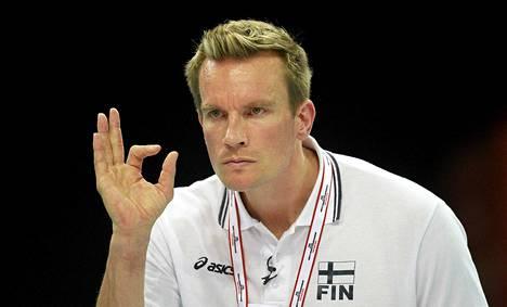 Tuomas Sammelvuo luotsaa lentopallomiehiä maailmanliigassa.